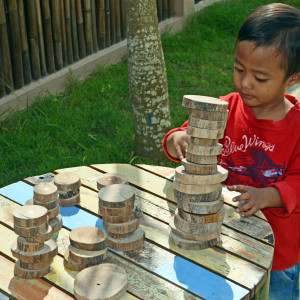Using-Naturals-Materials-for-Learning-Preschool